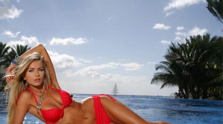 Червоний купальник на яскравих жінок
