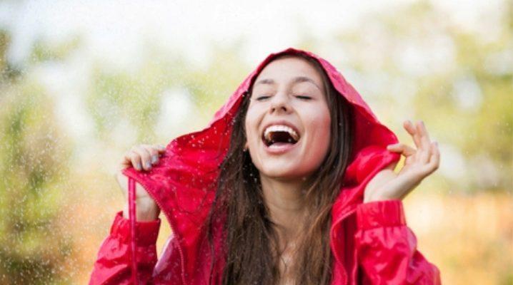 Куртка-дощовик допоможе вам не промокнути!