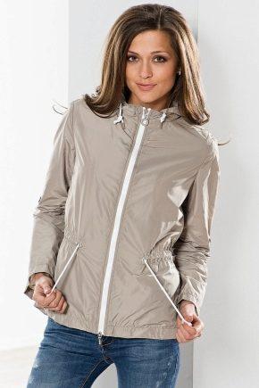 Легкі куртки жіночі та чоловічі: оптимальний вибір для активних людей