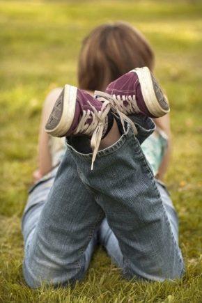 Як відіпрати плями від трави з джинсів?