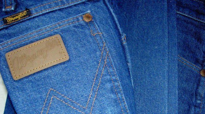 Яким засобом відіпрати фарбу з джинсів?