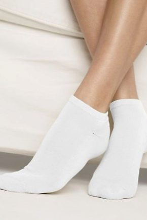 Як відіпрати білі шкарпетки?