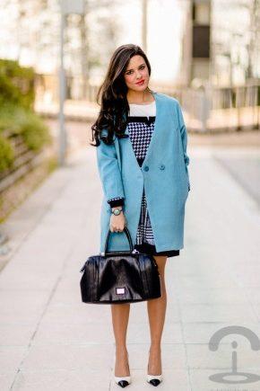 Стильне блакитне пальто 2018 року