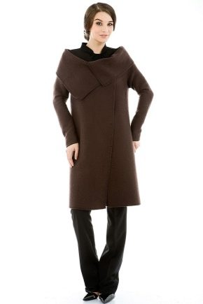 Коричневе пальто – незмінна класика