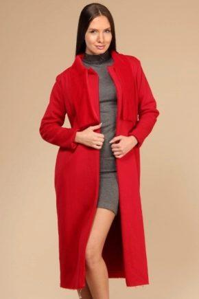 З чим носити червоне пальто?