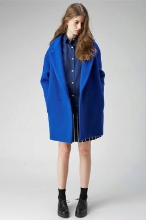 Широке жіноче пальто
