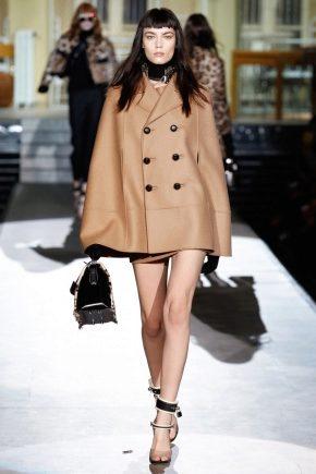 Жіноче пальто-пончо