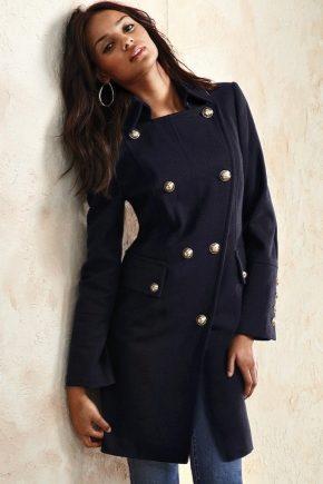 З чим носити чорне пальто?