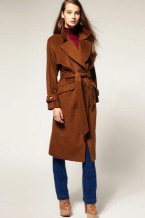 З чим носити коричневе пальто?