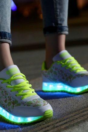 Кросівки зі світною підошвою для дівчаток