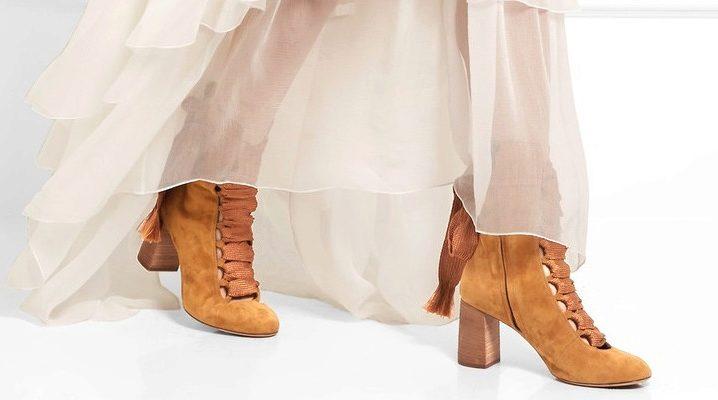 Бежеві замшеві чоботи