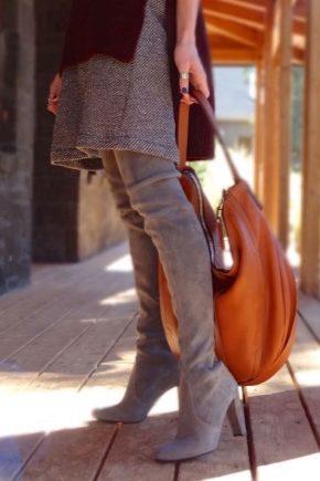 Сірі замшеві чоботи