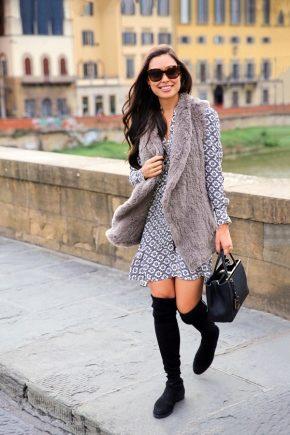 Сукня з чобітьми