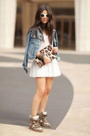 З чим носити модні снікерси різних відтінків?