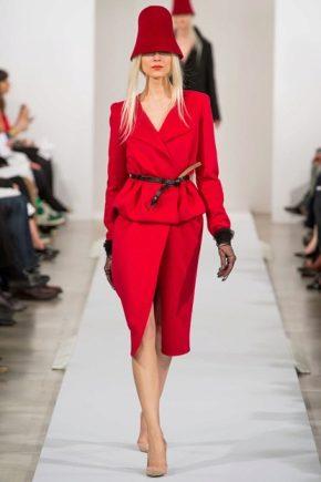 З чим носити червоний костюм?