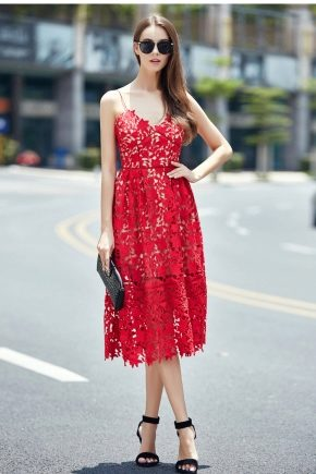 Які туфлі підійдуть до червоного плаття?