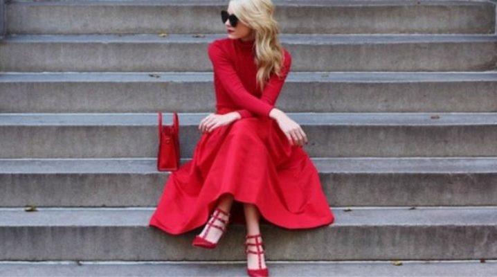 Червоні туфлі на підборах