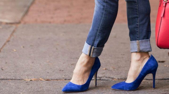 З чим носити жіночі туфлі синього кольору?