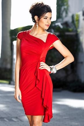 Біжутерія до червоного плаття