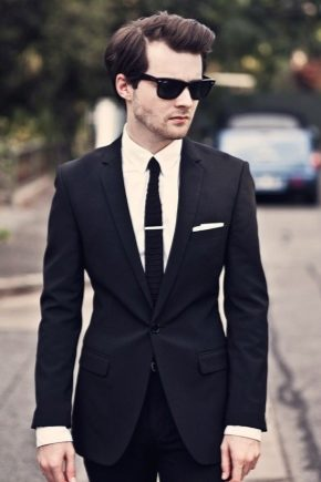 З чим носити чоловічий чорний костюм?