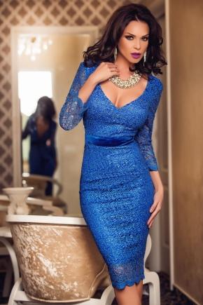 Біжутерія до синьої сукні