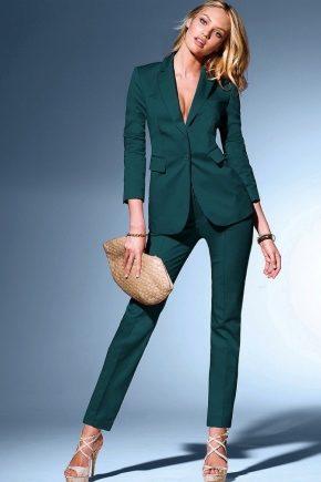 Класичний жіночий костюм