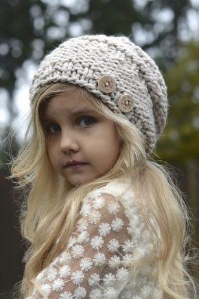 Вязані шапки для дівчаток