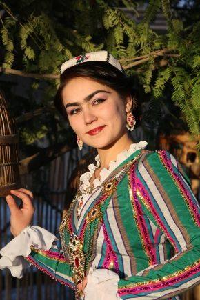 Узбецький національний костюм