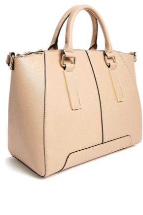 Бежева сумка: з чим носити?