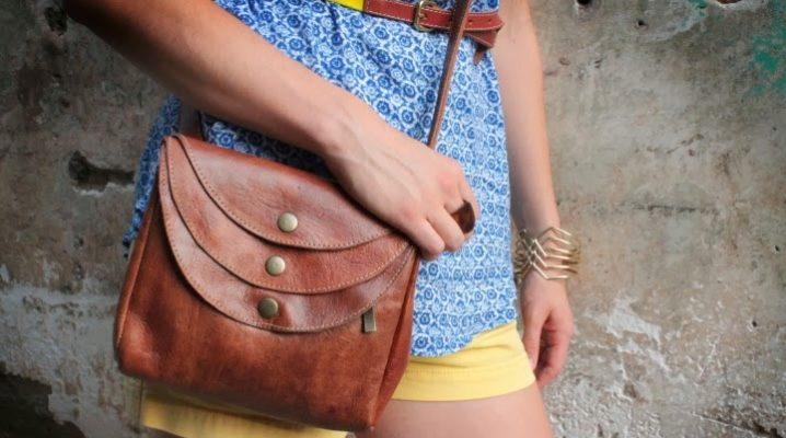 Маленька жіноча сумка через плече – хіт сезону!