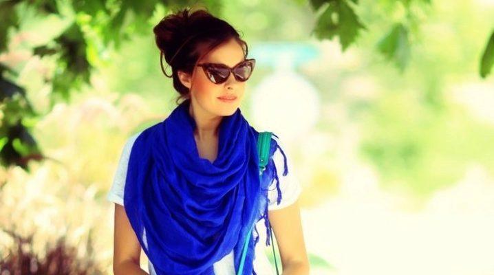 З чим носити синій і темно-синій шарф?