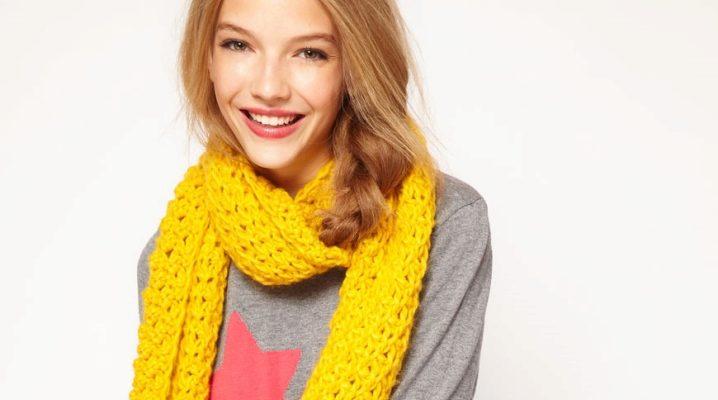З чим носити жовтий шарф?