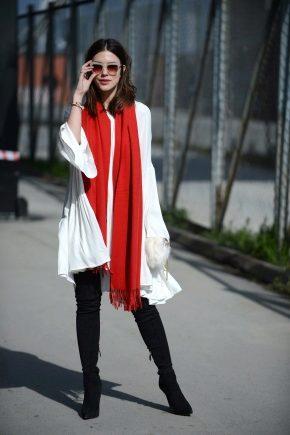 Як носити яскравий шарф?