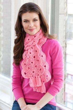 З чим носити рожевий шарф?