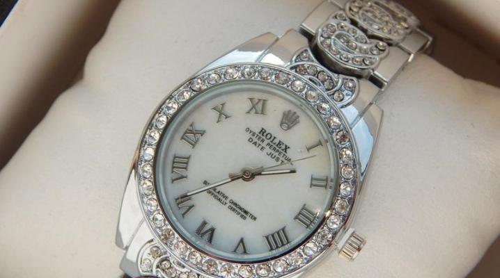Срібні наручний годинник