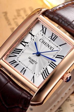Квадратні наручний годинник