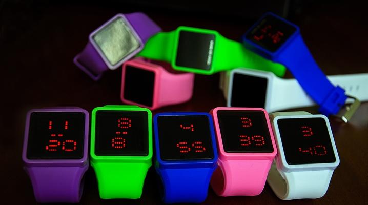 Сенсорні наручний годинник