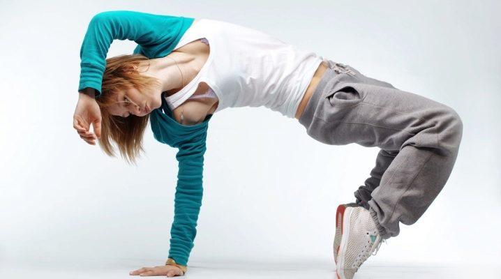 Спортивний стиль одягу для жінок та дівчат
