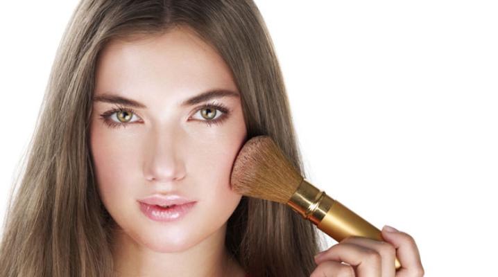 Як вибрати хорошу пудру для обличчя?