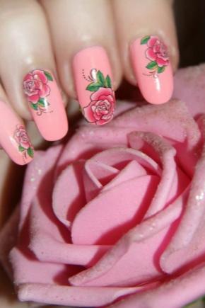 Манікюр з трояндами