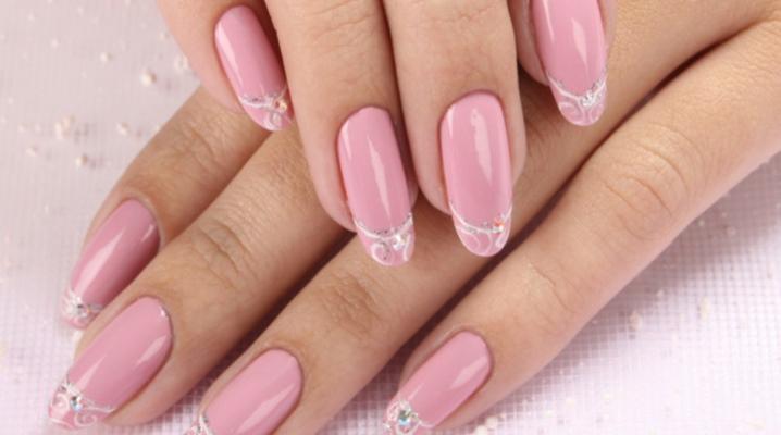 Манікюр з рожевим лаком