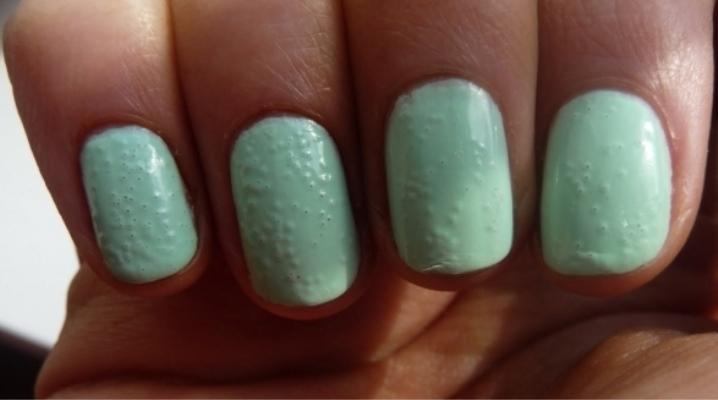 Чому гель-лак на нігтях пузириться?