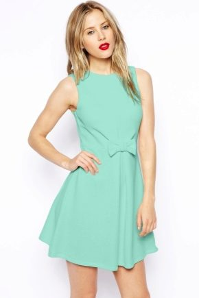 З чим носити м'ятна плаття?