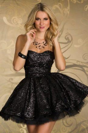 Коротке плаття з пишною спідницею