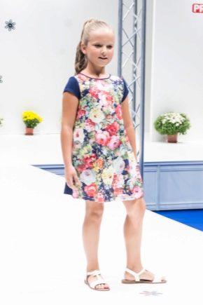 Просте плаття для дівчинки на кожен день