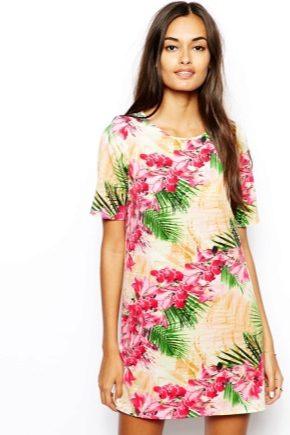 Сукня-футболка і з чим його носити?