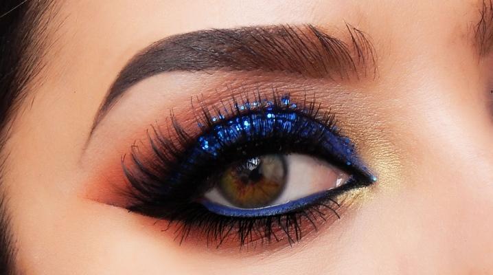 """Макіяж """"smoky eyes"""" з синіми тінями"""
