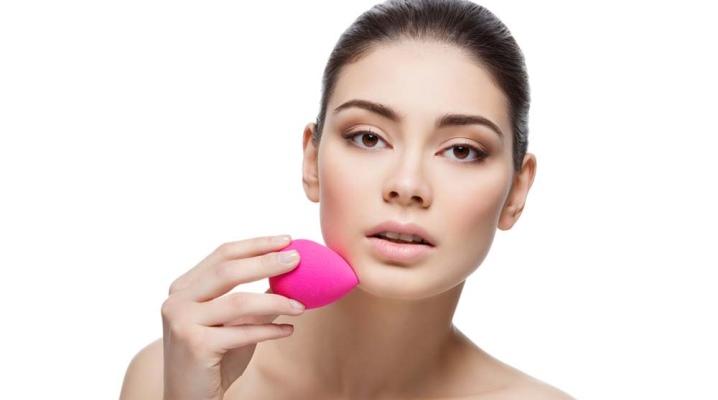 Спонж для макіяжу у формі яйця