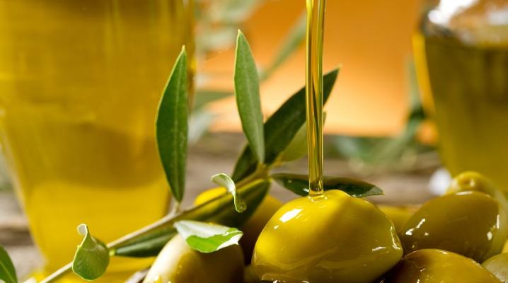 Можна наносити на обличчя оливкова олія