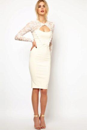 З чим носити плаття-футляр білого кольору?